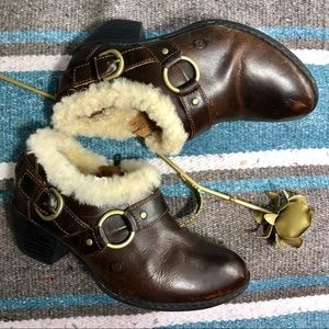 Born shearing booties boots 7 brown winter